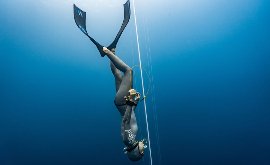 Cmas bifins apnea constant weight new world record by sof a g mez uribe from colombia in - Dive recorder results ...